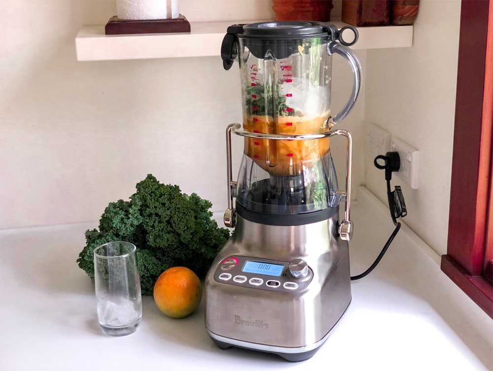 Using Breville the 3X Bluicer Pro to blend a green smoothie.