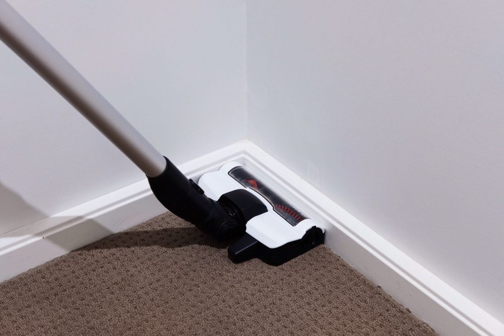 Bosch Unlimited Vacuum cleaning edge of floor