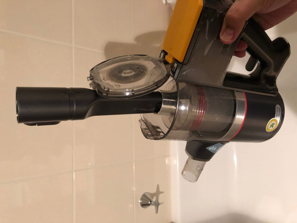 Cleaning the metal filter on the LG CordZero A9 Ultimate Handstick Vacuum.