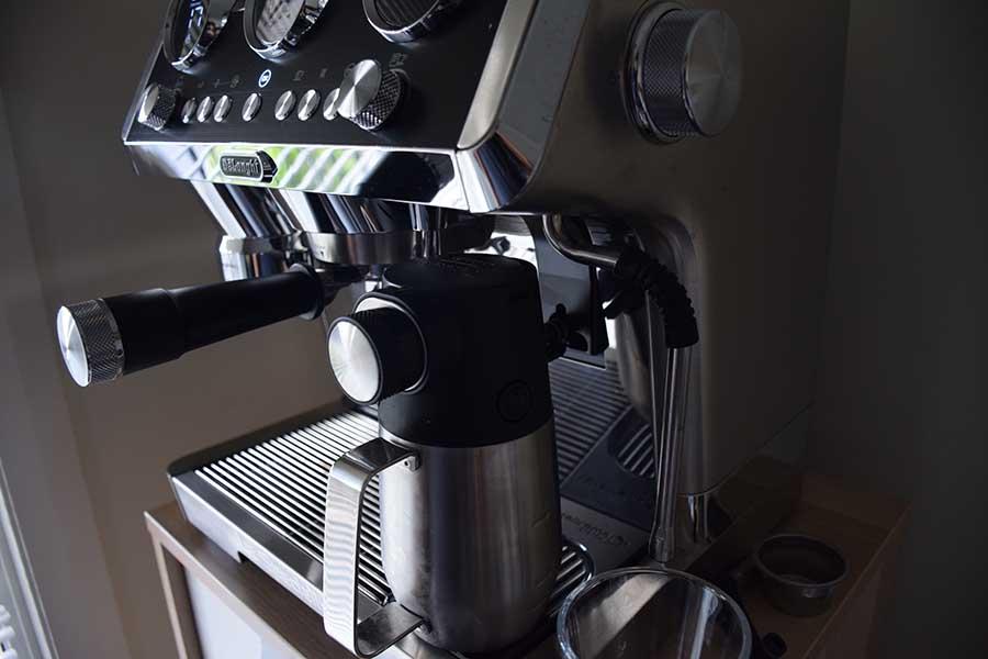Jug on the De'Longhi La Specialista Maestro steam valve.