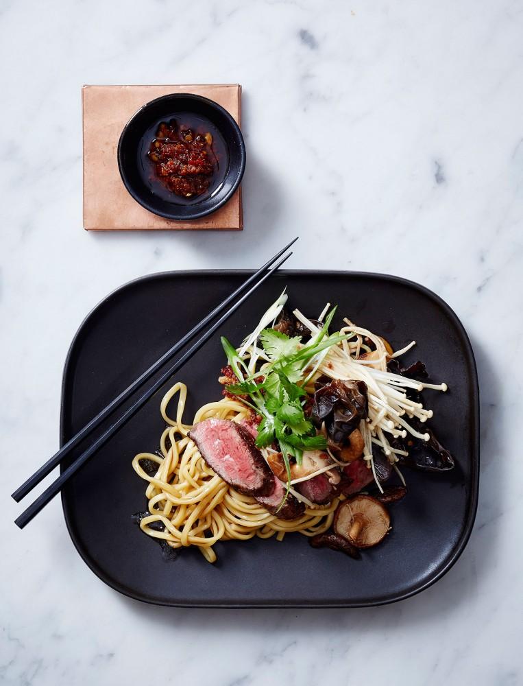 Dan-Hong-Lo-Mein-Beef-Mushroom