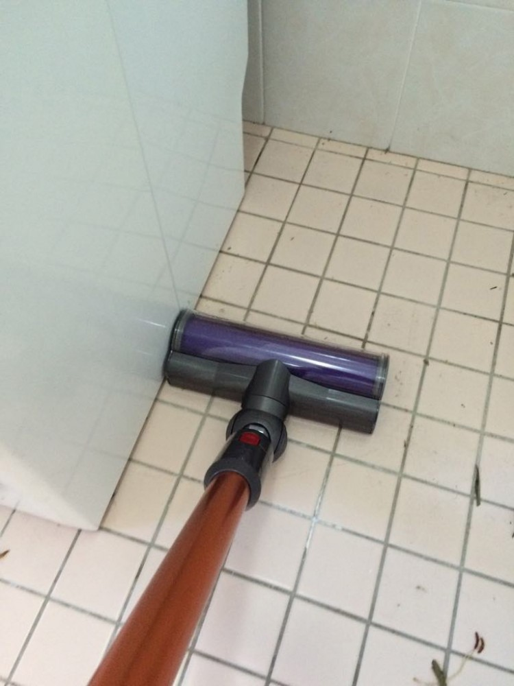 Dyson-Vacuum-For-Bathroom-Tiles