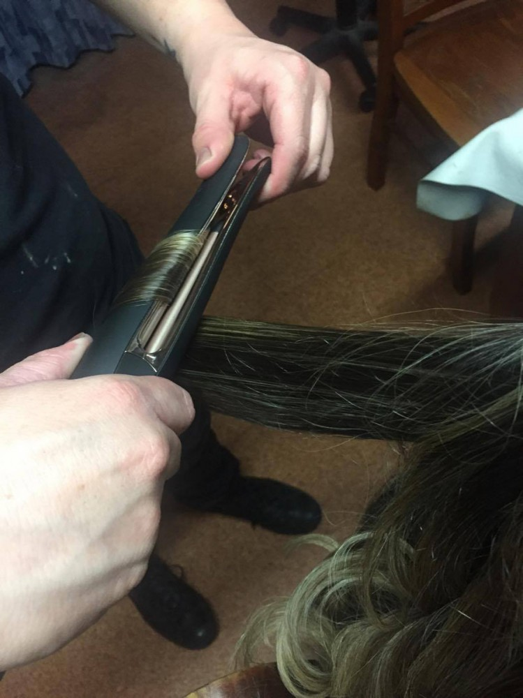PROluxe-salon-styler-in-action