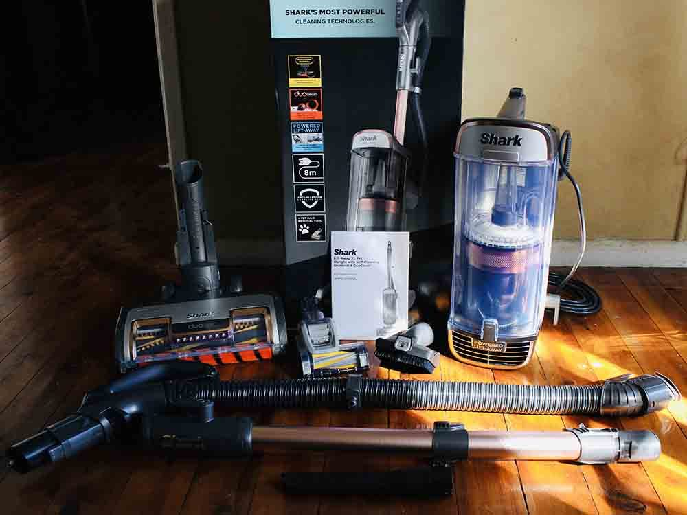 Shark PZ1000 Vacuum and included attachments.