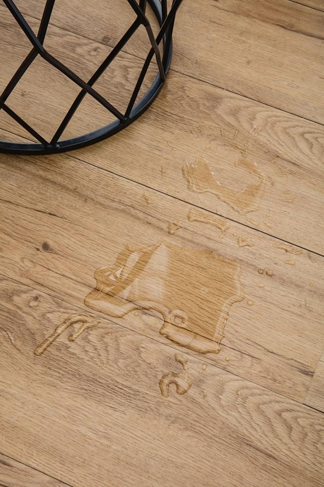 waterproof-timber-look-close-up